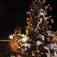 WG Opal schmückt den Urnäscher Weihnachtsbaum